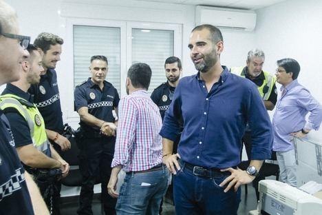 El alcalde destaca la labor desarrollada por los cuerpos de seguridad y servicios de emergencia, velando por la seguridad de la Feria de Almería.
