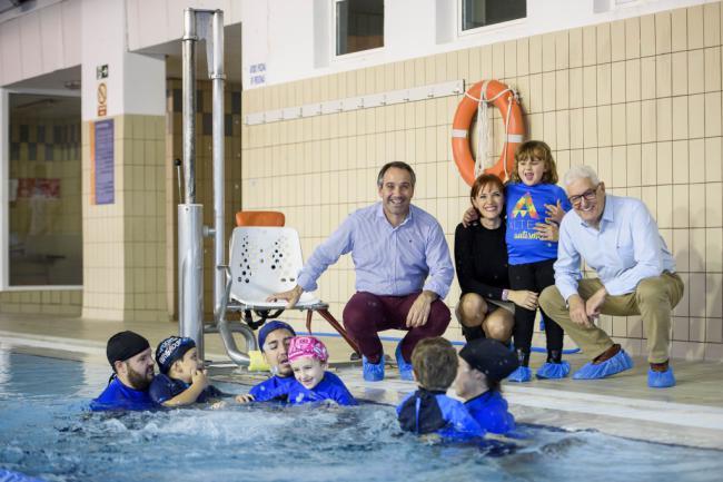 Más de 60 niños con autismo practican natación adaptada en la piscina del Pabellón Jairo Ruiz