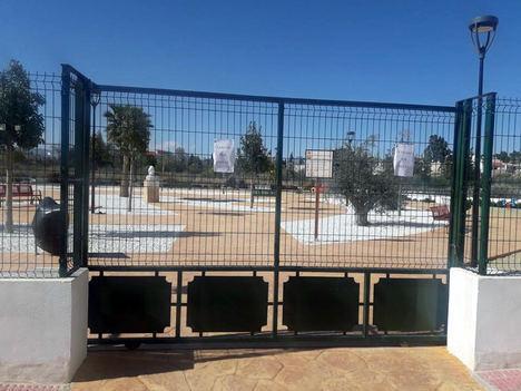 El alcalde de Albox mantiene cerrado desde hace casi dos meses el parque infantil Fofó