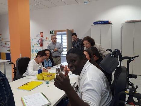Gracia Fernández visita la Residencia 'Francisco Pérez Miras' de Albox