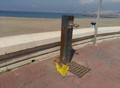 El PSOE denuncia el mal estado de las fuentes de agua potable del Paseo Marítimo