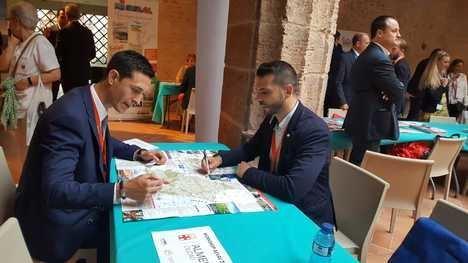 Almería muestra a las principales agencias de viajes de España sus valores turísticos