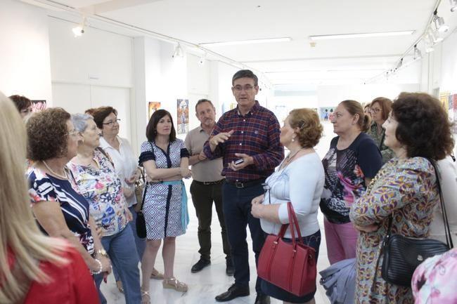 El taller de pintura municipal expone sus obras en el Centro Cultural de Adra