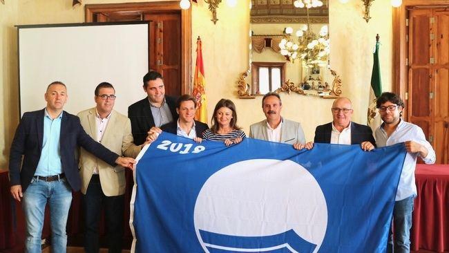 Las banderas azules ya lucen en las playas almerienses
