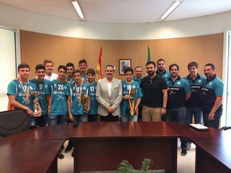 El delegado de territorial de Deporte recibe al equipo Cajamar C.D. URCI Almería, categoría infantil masculina