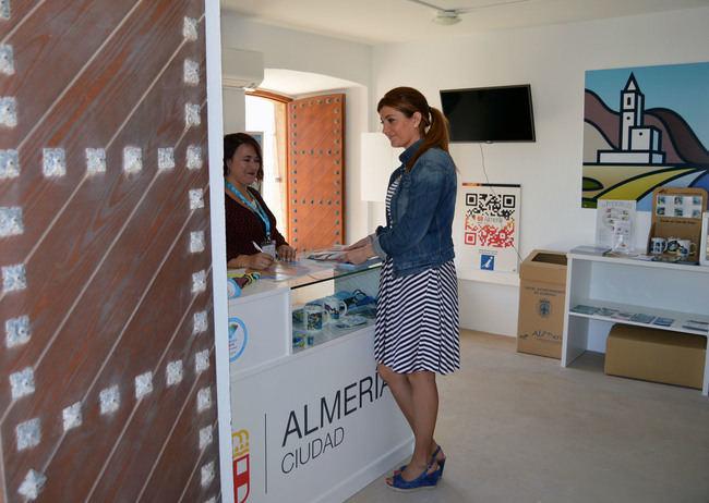 La Oficina de Turismo de Cabo de Gata abre este verano 15 días más
