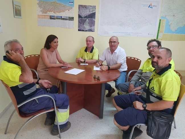 Una veintena de personas en el operativo de limpieza en San Juan en Adra