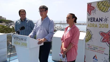 Adra potencia las actividades en playas y barriadas este verano