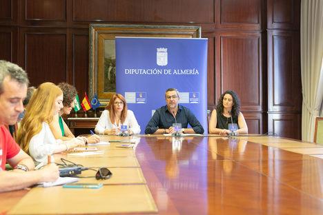 El PSOE exige al PP equiparar en derechos a los trabajadores de servicios de Diputación