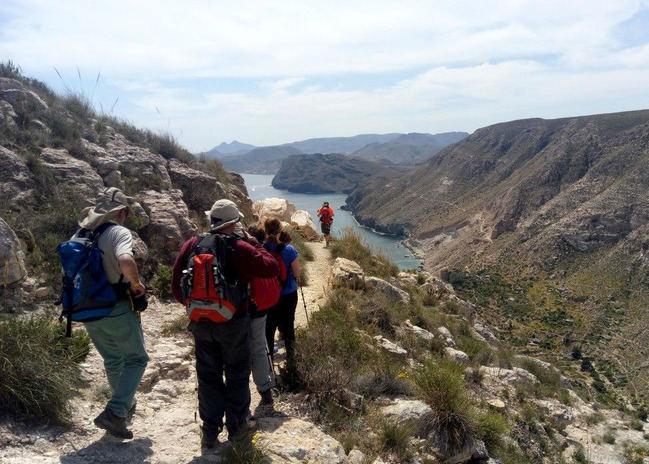 Las familias disfrutarán del parque natural Cabo de Gata en un sendero bajo la luna