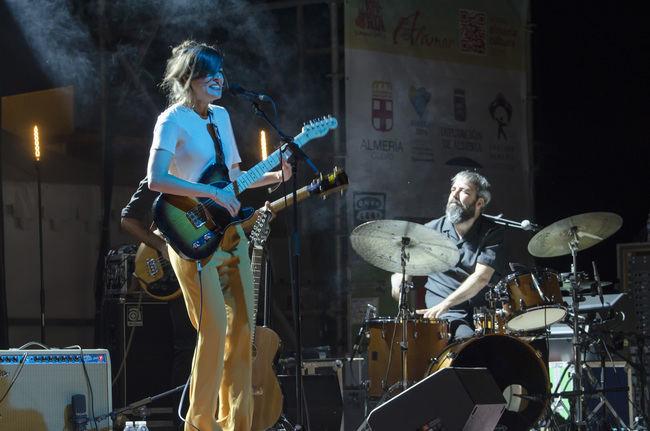 La trabajada versatilidad de Maika Makovski conquista al público en la tercera velada de Alamar