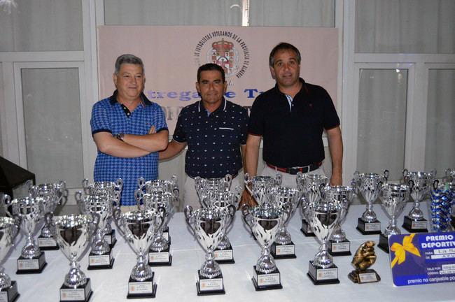 El concejal de Deportes asiste a la entrega de premios del fútbol veterano