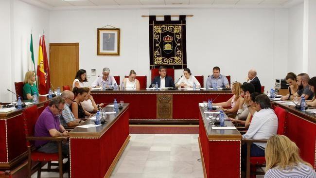 Ayuntamiento de Adra reclama a la Junta más limpieza y mantenimiento para el puerto