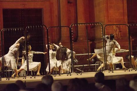 Carmen Linares, María Vargas y Cristo Heredia cerraron los conciertos de la Plaza de la Catedral
