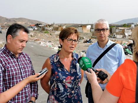El PSOE exige un plan de limpieza urgente en Los Almendros en el entorno de la guardería