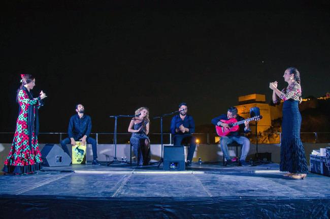 La terraza del CIP se llena para disfrutar del cante, baile y guitarra con '3 a Compás'