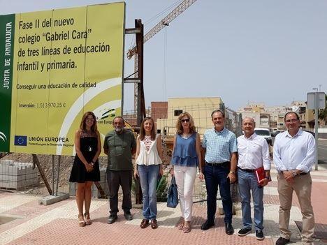 La delegada de Educación comprueba el ritmo de las obras de la 2ª fase del CEIP Gabriel Cara