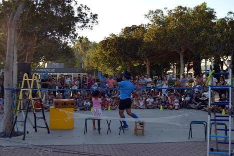 Acrobacias y humor para todos los públicos en la doble sesión de 'En La Cuerda Floja'