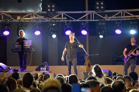 Cabo de Gata se convierte en una gran pista de baile con el concierto de OBK