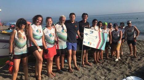 El alcalde de Adra recibe a las protagonistas del reto en remo entre Cabo de Gata y Málaga