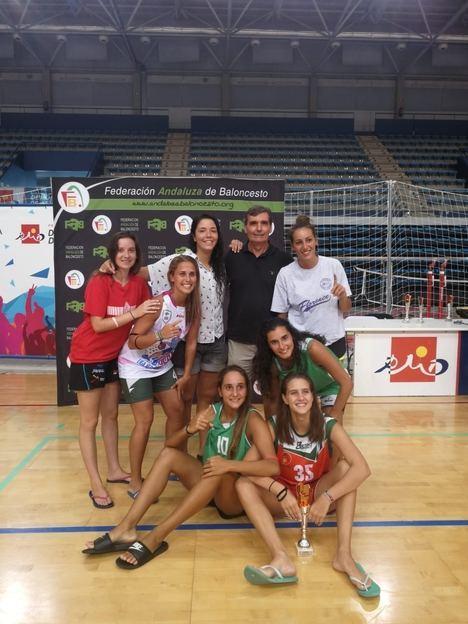 El Pabellón de los Juegos vibra un año más con el '24 Horas de Baloncesto' de la Feria