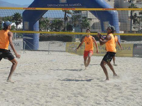 Almerimar acogerá este domingo el Torneo de Voley Playa 2x2 que congregará a jugadores de toda la provincia