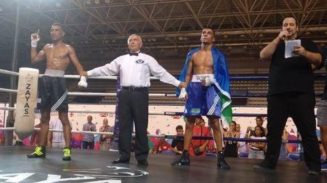 El boxeo profesional levanta de sus asientos al público con una emocionante velada