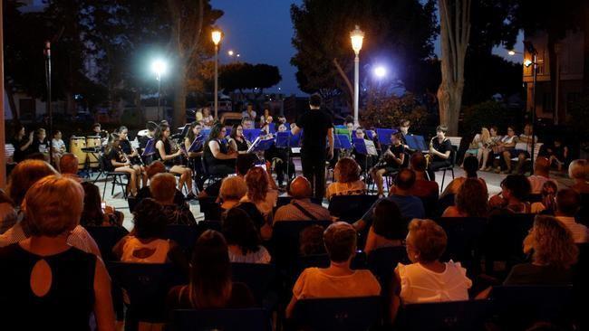 La Banda Escuela Ortiz de Villajos lleva su música a los Jardines de Heredia