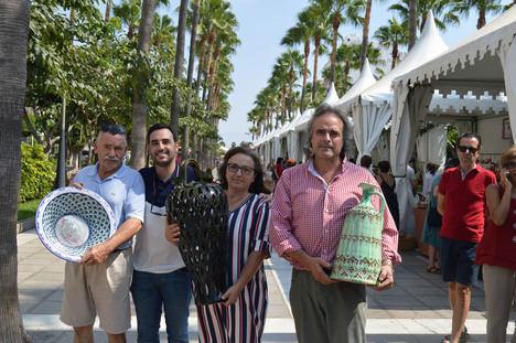 Alfonso Hidalgo gana el concurso de la Feria 'Alfaralmería' con una tradicional alcuza de aceite