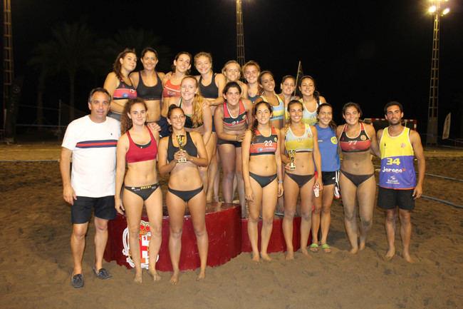 Un total de 40 equipos compiten en el Torneo de Balonmano Playa de la Feria en El Palmeral