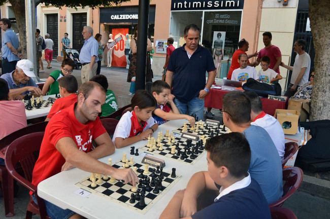 El ajedrez se suma a los juegos e hinchables en la Feria del Mediodía Infantil