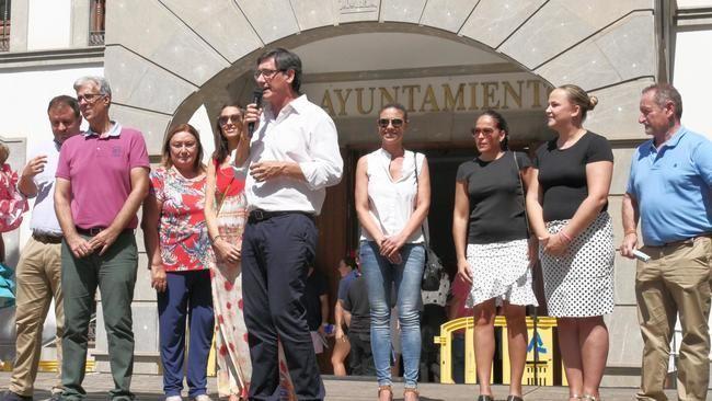 Adra aumenta su participación en la inauguración de la Feria del Mediodía
