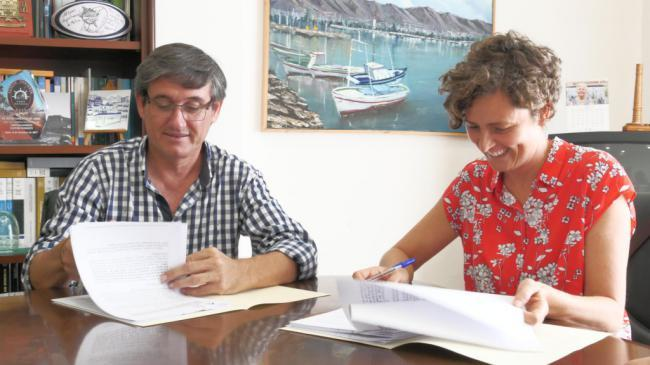 El alcalde de Adra firma la redacción del proyecto del futuro Mercado Central