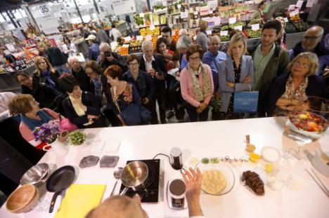 'Almería Cocina' regresa al Mercado Central para ofrecer suculentos 'showcooking'