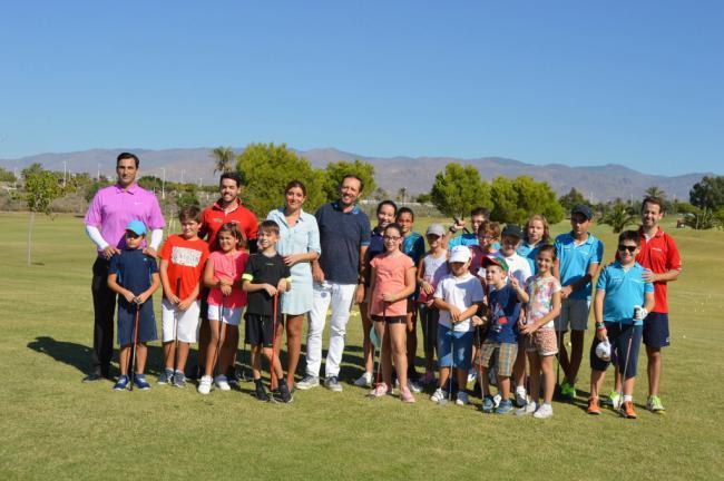 La Escuela Municipal de Alborán Golf supera las previsiones con más de 80 alumnos