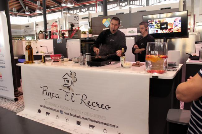 'Showcooking'de Juanjo Carabajal en el espacio gastronómico del Mercado Central