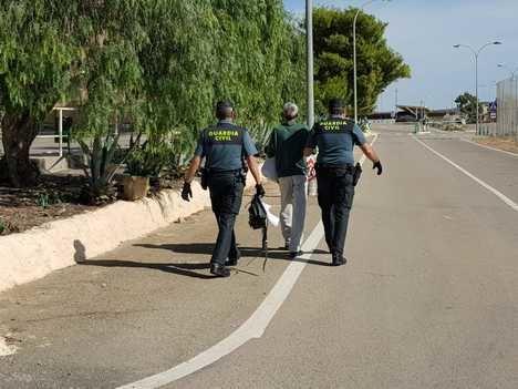 Los internos ingresan a pie en El Acebuche por la huelga de funcionarios