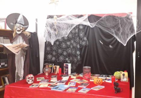 Rincón de literatura, concurso de disfraces y calabazas en Halloween