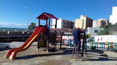 Ayuntamiento de Adra incorpora un nuevo parque infantil en Bolaños
