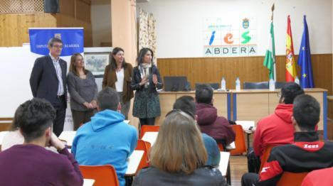 Jóvenes abderitanos conocen las alternativas de movilidad y formación en Europa