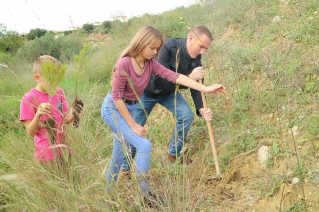 400 alumnos del CEIP 'María Cacho Castrillo' dedican una jornada a la reforestación