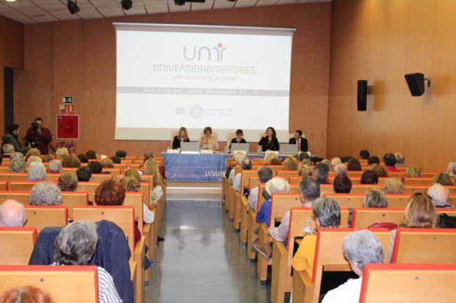 600 personas en la Universidad de Mayores de Almería