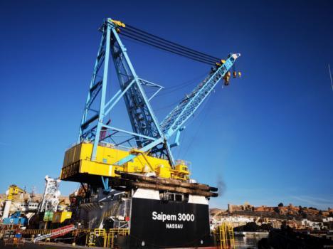 Atraca en el Puerto un buque-grúa que puede elevar cargas de 2.400 toneladas