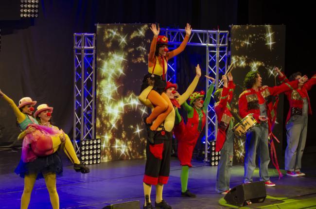 El Maestro Padilla se llena de familias en dos sesiones con los animados Cantajuegos