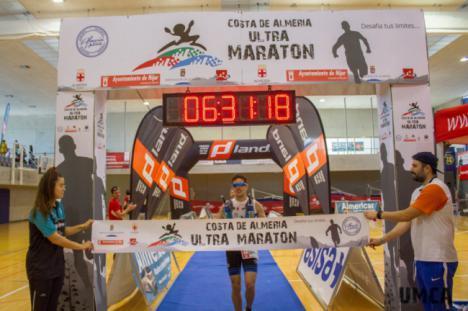 Juan José Foulquie y Ana Belén Baltanás ganan la Ultramaratón Costa de Almería