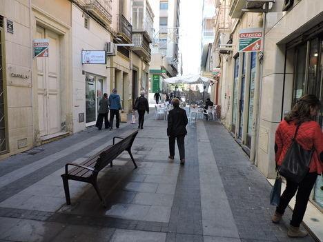 El PSOE insta por escrito al PP a la mejora de la iluminación de la calle Castelar