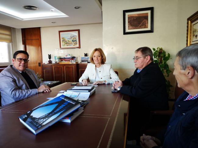 El cónsul de Cuba en Andalucía muestra su interés por el Puerto de Almería