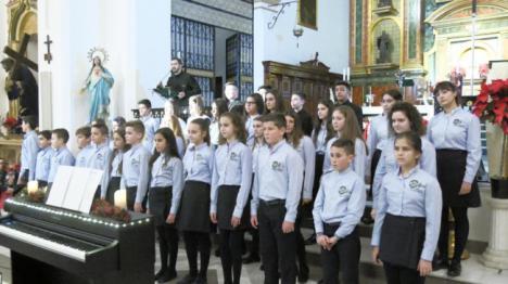 El Coro Pedro Mena emociona con su Concierto de Navidad