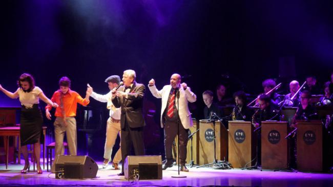 La voz de Frank Sinatra resuena en el Centro Cultural de Adra