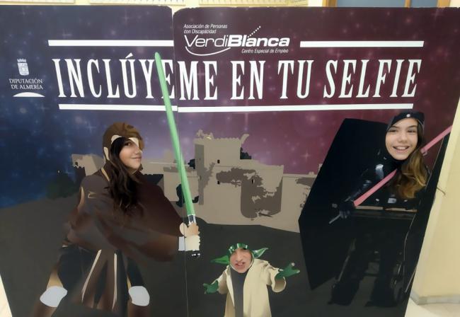 2.000 estudiantes de Almería se hacen un selfie por la inclusión